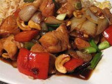 Tocanita cu pui, legume si condimente
