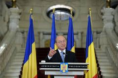 Basescu nu demisioneaza, mai reflecteaza la Guvern