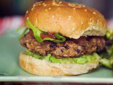 Reteta pentru vegetarieni: burgeri cu fasole neagra