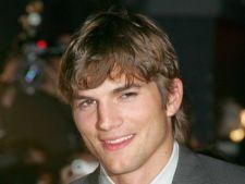 Ashton Kutcher isi face griji pentru fosta sa sotie, Demi Moore