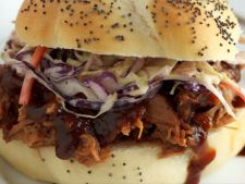Sandwich cu carne de porc