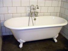 Cada de baie: cum se repara zgarieturile