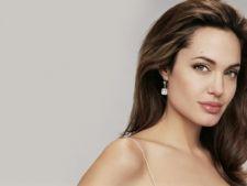 Angelina Jolie va juca rolul vrajitoarei Maleficent intr-un film Disney
