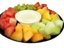 Fructe proaspete cu sos de Pina Colada