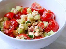 Salata de rosii cu castraveti si feta