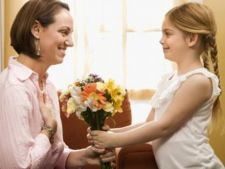Ce cadouri pot face copiii mamelor de 8 Martie?