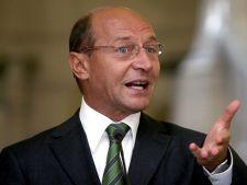 Traian Basescu, huiduit in Parlament de un grup de protestatari