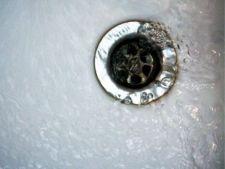 Cum desfunzi scurgerea de la cada de baie
