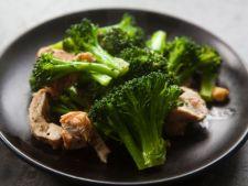 Salata cu broccoli, pui si migdale