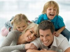 Cum incurajezi simtul umorului in dezvoltarea copilului?