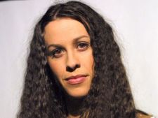 Alanis Morisette lanseaza un nou album de studio