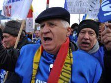 500 de pensionari au protestat in Piata Victoriei