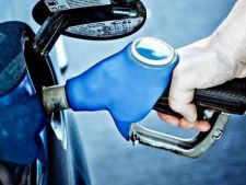 Benzina, mai scumpa la pompele Petrom