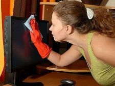 Cum cureti suprafata delicata a unui televizor LCD