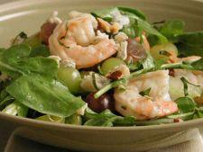Salata cu rucola, creveti si struguri