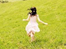 7 rochii albe ideale pentru vara 2012