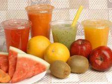 6 retete de bauturi naturale din fructe