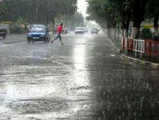 O noua avertizare meteo: ploi torentiale, descarcari electrice si grindina