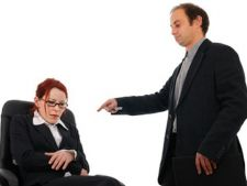 Angajatii romani sunt intimidati, umiliti si discreditati de sefi