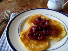 Pancakes cu topping de cirese
