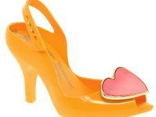 Pantofii in nuante neon, vedetele verii 2012