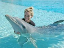 Vacanta cu familia: top destinatii in care poti inota cu delfinii