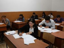 Bac 2012: 8 elevi au fost eliminati din examen