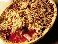 Tarta crumble cu rubarba si capsuni