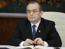 Emil Boc a demisionat din functia de presedinte al PDL