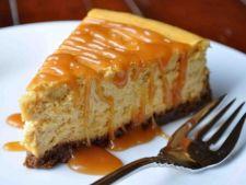 Cheesecake cu banane si sos caramel