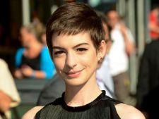 Anne Hathaway va deveni mamica