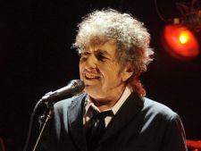 """Cantaretul Bob Dylan a luat Nobelul pentru Literatura! Reactia unui scriitor roman celebru: """"Ne-a facut-o comitetul Nobel de data asta!"""""""