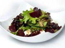 Salata cu nuci si feta