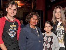 Prince Jackson isi apara bunica:
