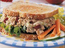 Sanwich cu ton, castravete si mar