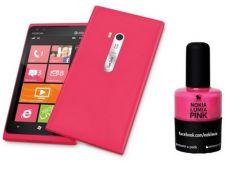 Nokia Lumia 900 este promovat cu oja de unghii roz