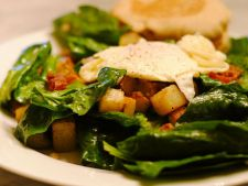 Salata de spanac cu ou prajit