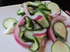 Salata cu castraveti si dovlecei
