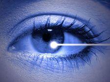 Operatia cu laser la ochi - ce riscuri implica