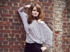 Bluza cu imprimeu in dungi: 3 tinute fabuloase