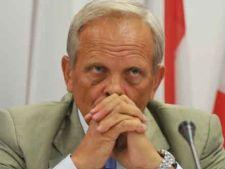 Stolojan, despre o posibila demisie a lui Basescu: Ar fi, poate, ultima cireasa de pe un tort amar