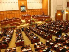 Parlamentul se reuneste azi pentru citirea deciziei Curtii Constitutionale