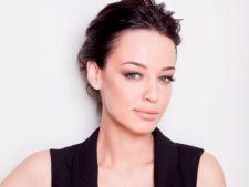 Invata o lectie de frumusete de la Andreea Raicu!