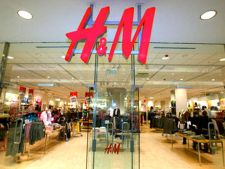 Lantul de magazine H&M angajeaza asistenti de vanzari