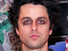 Billie Joe Armstrong, solistul Green Day, s-a internat la dezintoxicare