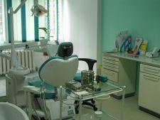 Numarul romanilor care merg la dentist a scazut cu 20%