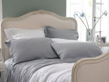 Idei reusite pentru decorarea unui dormitor in nuante de gri