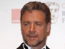 Russell Crowe s-a despartit de sotie