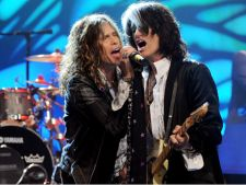 Aerosmith colaboreaza cu Carrie Underwood (audio)