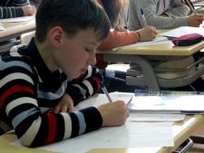 Consiliul National pentru Combaterea Discriminarii: Tatii sunt discriminati in manualele de clasa I